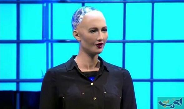 """الروبوت """"صوفيا"""" يخطف أنظار رواد مبادرة """"مستقبل الاستثمار"""" بشكله وقدراته"""