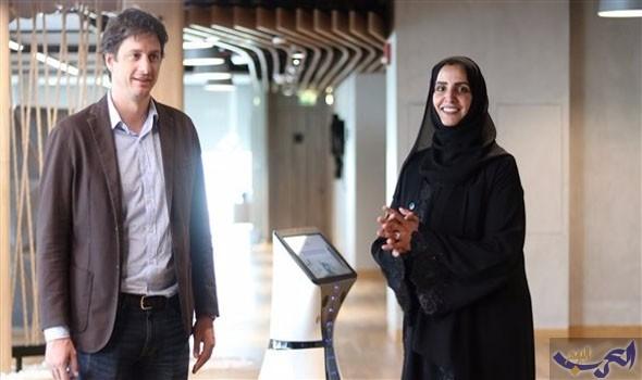 """أول """"موظف استقبال روبوت"""" في الشرق الأوسط يبدأ العمل في مكتب دبي الذكية"""