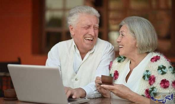 """كبار السن يُزاحمون الشباب على موقع التواصل """"فيسبوك"""""""