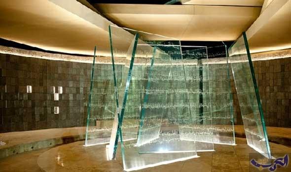 الباحث جروسن  يطور ألواحًا زجاجية تتحول من اللون الشفاف إلى المعتم