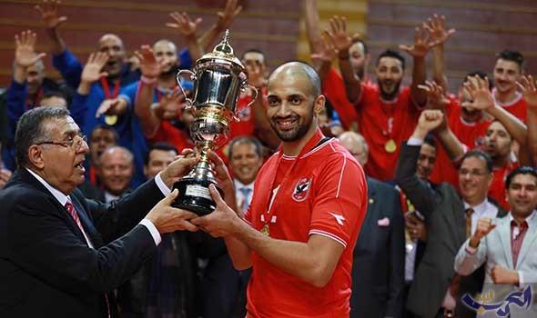 رجال طائرة الأهلي المصري يتسلم درع بطولة الدوري الأحد