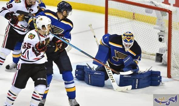 بلوز يتلقى هزيمة محبطة من بلاكهوكس في دوري هوكي الجليد